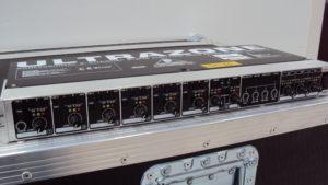 Behringer ZMX8210 2
