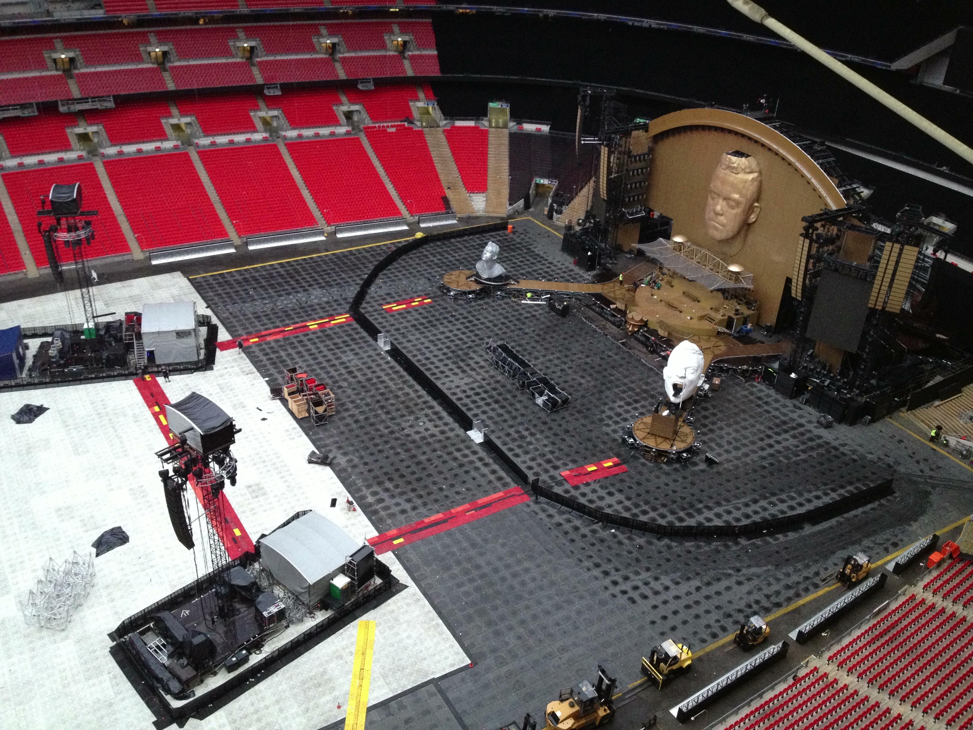 Robbie set up - by Pete McGlynn